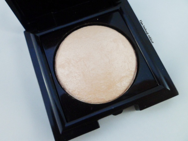 Matte Radiance Baked Powder Highlighter 01 Laura Mercier 4