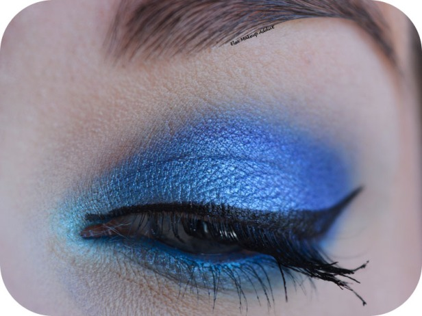 Blue Electric Makeup Huda Beauty 2